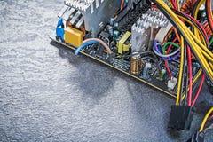 O esquema bonde cabografa com os conectores no fundo preto elege imagem de stock