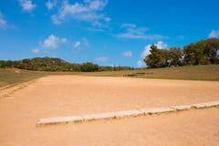 O Estádio Olímpico original na cidade do grego clássico da Olympia fotos de stock