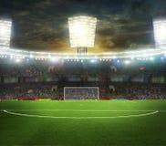 O estádio para esportes e os concertos esvaziam em um dia ensolarado Fotografia de Stock