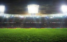 O estádio para esportes e os concertos esvaziam em um dia ensolarado Imagens de Stock Royalty Free