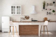 O estúdio ao estilo da sala branca da cozinha é muito acolhedor foto de stock royalty free