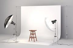 o estúdio 3d setup com cadeira de madeira e fundo branco Imagem de Stock