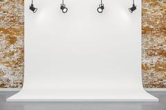 o estúdio 3d setup com fundo da lona e luzes de teto Fotos de Stock Royalty Free