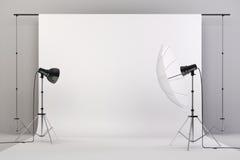 o estúdio 3d setup com luzes e fundo branco Imagem de Stock