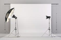o estúdio 3d setup com luzes e fundo branco Foto de Stock Royalty Free
