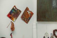 O estúdio da arte, pintura ajustou-se na parede Imagens de Stock Royalty Free