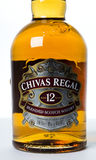O estúdio disparou de uma garrafa de Chivas Regal no fundo branco Fotografia de Stock Royalty Free