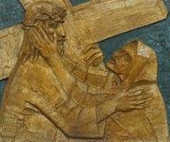 a 4o estação da cruz, Jesus encontra sua mãe Imagens de Stock Royalty Free