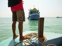 O estacionamento do barco na doca Fotos de Stock Royalty Free