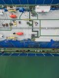O estaleiro da vista aérea tem a máquina do guindaste e o navio de recipiente na GR Fotos de Stock Royalty Free