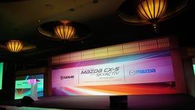 O estágio e o contexto em Mazda CX-5 SUV lanç Foto de Stock