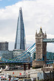 O estilhaço e a ponte da torre em Londres Foto de Stock Royalty Free