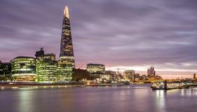 O estilhaço, skyline de Londres no por do sol fotografia de stock royalty free