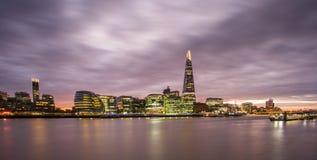 O estilhaço, skyline de Londres no por do sol imagens de stock royalty free