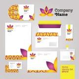 O estilo da identidade corporativa da flor do bem-estar da ioga ajustou-se com envelope Imagem de Stock