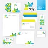 O estilo da identidade corporativa da flor do bem-estar da ioga ajustou-se com envelope, placa, cartão e disco Imagem de Stock