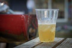 O estilo de vida do álcool da engrenagem da natação do vidro de cerveja relaxa Foto de Stock