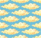 O estilo encaracolado amarelo dos desenhos animados nubla-se no teste padrão sem emenda do vetor azul do fundo Fotos de Stock Royalty Free