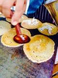 O estilo tailandês nativo da sobremesa friável dos crepes Imagens de Stock