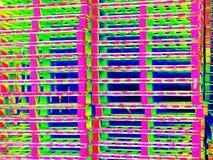 O estoque exterior de euro- páletes padrão de madeira manufaturados velhas no thermography faz a varredura Fotos de Stock Royalty Free