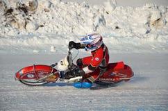 O estrada no gelo, gira sobre uma motocicleta fotos de stock