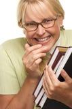 O estudante tímido Giggly com cintas carreg livros foto de stock