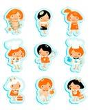 O estudo ajustado do cozinheiro da etiqueta feliz dos ícones dos miúdos relaxa o jogo Fotos de Stock Royalty Free