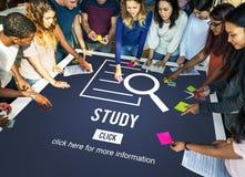 O estudo resulta conceito da investigação da descoberta da análise fotos de stock