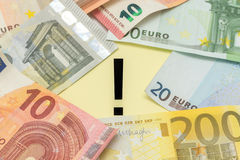 O Euro da marca de exclamação nota o dinheiro Foto de Stock
