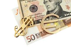 O euro do dinheiro e os dólares e o sinal dourado Foto de Stock