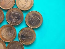 O Euro inventa, União Europeia sobre o azul verde com espaço da cópia Foto de Stock