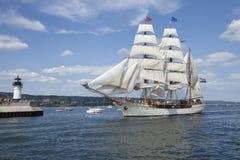 O Europa alto do navio que entra no porto de Duluth foto de stock