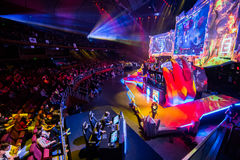 O evento do cybersport de MOSCOU Dota 2 do EPICENTRO pode 13 Cena principal e auditório fotografia de stock royalty free