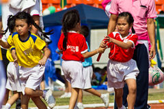 O evento do dia do esporte dos miúdos fotografia de stock royalty free