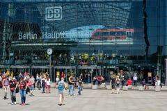 O Extrerior de Berlin Hauptbahnhof Main Station em Berli imagens de stock royalty free