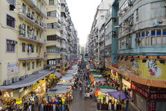 O fá Yuen Street em Mong Kok, Hong Kong foto de stock royalty free