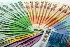 O fã colorido do dinheiro do euro diferente nota 500 200 100 50 20 Foto de Stock Royalty Free