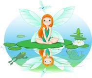 O Fairy observa para a borboleta do vôo Imagens de Stock Royalty Free