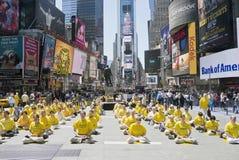 O Falun Gong monta no Times Square Fotos de Stock Royalty Free