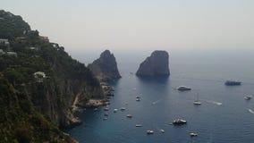 O Faraglioni de Capri foto de stock