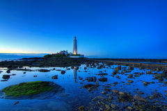 O farol de St Mary no por do sol Fotografia de Stock Royalty Free