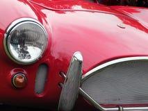 O farol e a grade de um carro de esportes raro da cobra da C.A. do vintage na exposição no veículo anual do fim de semana do vint Imagem de Stock