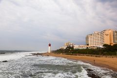 O farol na praia de Umhlanga imagem de stock