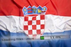 O fazendo download arquiva em um computador, bandeira da Croácia Foto de Stock
