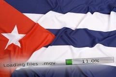 O fazendo download arquiva em um computador, bandeira de Cuba Fotografia de Stock