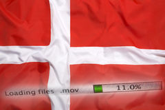O fazendo download arquiva em um computador, bandeira de Dinamarca fotos de stock royalty free