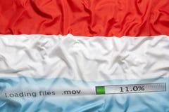 O fazendo download arquiva em um computador, Luxemburgo embandeira Imagem de Stock