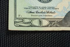 O fechamento do dinheiro dos E.U. ? vinte notas de d?lar, fragmento da nota de d?lar dos E.U. vinte do macro fotos de stock