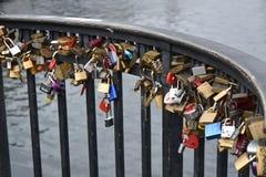 O fechamento, um símbolo do amor eterno imagem de stock royalty free