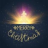 O Feliz Natal carda a explosão decorada do ouro, a árvore de Natal e o texto do desenho da mão Vetor Imagens de Stock Royalty Free
